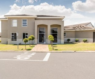 R 4,290,000 - 4 Bed House For Sale in Graanendal