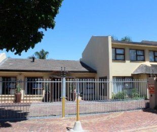 R 3,300,000 - 6 Bed House For Sale in Stellenberg