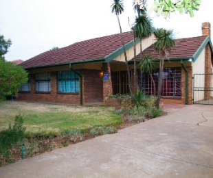 R 590,000 - 3 Bed House For Sale in Dagbreek