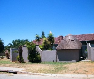 R 460,000 - 2 Bed Home For Sale in Riebeeckstad