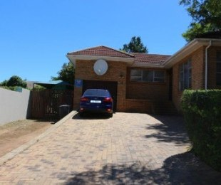 R 2,725,000 - 3 Bed House For Sale in Aurora