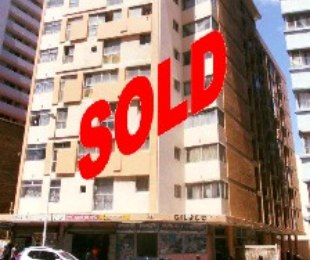 R 195,000 - 1 Bed Flat For Sale in South Beach