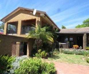 R 3,495,000 - 4 Bed Property For Sale in Durbanville