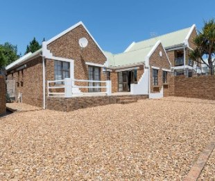 R 3,000,000 - 3 Bed Property For Sale in Vergesig