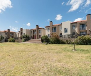 R 1,270,000 - 2 Bed Flat For Sale in Burgundy Estate