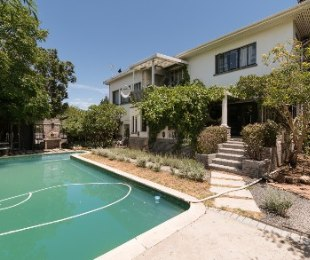 R 3,500,000 - 6 Bed Home For Sale in Boston