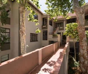 R 3,100,000 - 1 Bed Flat For Sale in Sea Point Upper