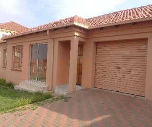 R 895,000 - 3 Bed House For Sale in Chantelle