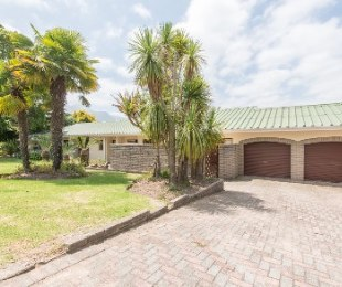 R 1,900,000 - 5 Bed Home For Sale in Eden