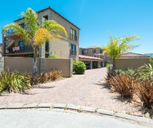 R 720,000 - 2 Bed Flat For Sale in Dormehl's Drift