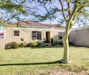 R 2,075,000 - 3 Bed House For Sale in Langeberg Heights