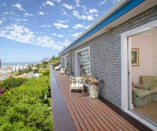 R 6,800,000 - 8 Bed Property For Sale in Muizenberg