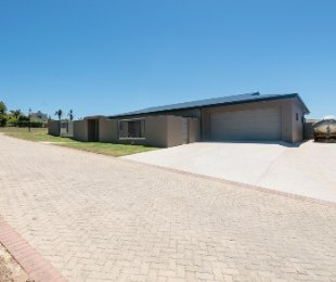R 3,480,000 - 3 Bed House For Sale in Bowtie