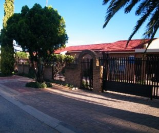 R 899,000 - 4 Bed House For Sale in Thabong