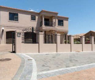 R 5,095,000 - 4 Bed House For Sale in Durbanvale