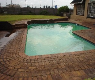 R 1,250,000 - 5 Bed Home For Sale in Rustivia