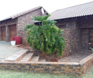 R 1,400,000 - 3 Bed House For Sale in Amandasig