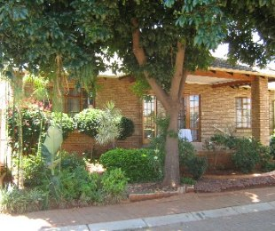 R 1,250,000 - 3 Bed House For Sale in Theresapark