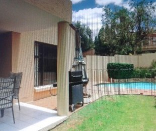 R 2,650,000 - 3 Bed Home For Sale in Lonehill