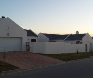 R 3,150,000 - 4 Bed House For Sale in Pinehurst
