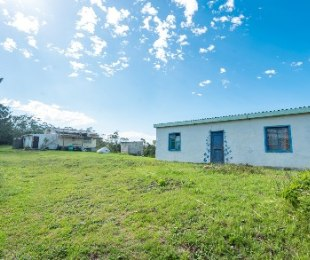 R 1,600,000 - 2 Bed Smallholding For Sale in Wilderness Heights