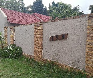 R 1,200,000 - 4 Bed House For Sale in Florauna