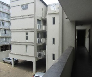 R 400,000 - 1 Bed Flat For Sale in Sunnyside