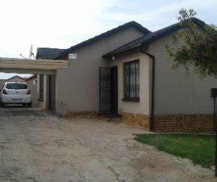 R 699,000 - 3 Bed House For Sale in Naturena