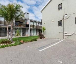 R 860,000 - 2 Bed House For Sale in Voorbaai