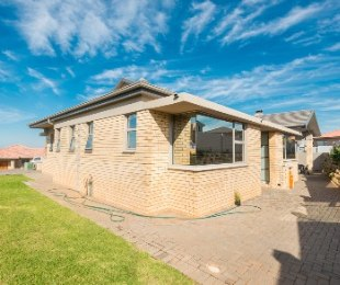R 2,995,000 - 3 Bed House For Sale in Hartenbos
