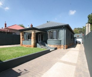 R 2,300,000 - 3 Bed House For Sale in Kensington