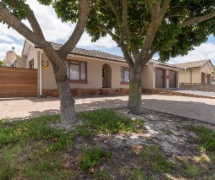 R 2,150,000 - 3 Bed Property For Sale in Protea Heights