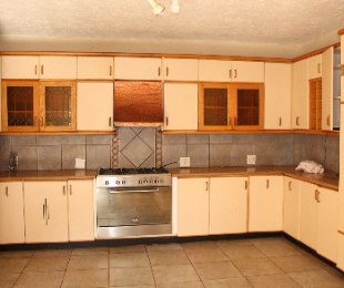 R 2,500,000 - 4 Bed House For Sale in Amandasig