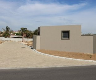 R 2,200,000 - 3 Bed Property For Sale in Uitzicht