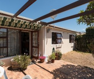 R 1,800,000 - 2 Bed House For Sale in Dieprivier
