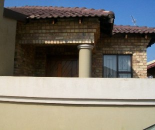 R 830,000 - 3 Bed Home For Sale in Nellmapius
