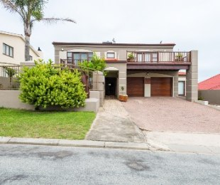 R 3,995,000 - 4 Bed Property For Sale in Herolds Bay