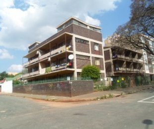R 300,000 - 2 Bed Apartment For Sale in Berea
