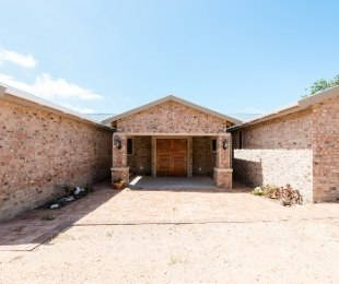 R 2,950,000 - 3 Bed House For Sale in Still Bay