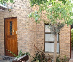 R 2,175,000 - 3 Bed Property For Sale in Uitzicht