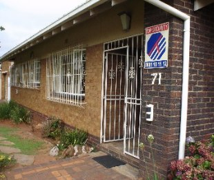 R 1,650,000 - 3 Bed House For Sale in Dawnview