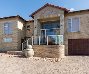 R 2,420,000 - 5 Bed Property For Sale in Seemeeu Park