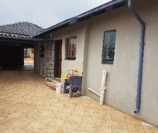 R 860,000 - 3 Bed Home For Sale in Nellmapius
