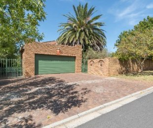 R 3,995,000 - 6 Bed Home For Sale in Eversdal