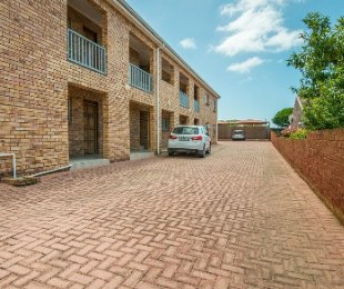 R 895,000 - 2 Bed Flat For Sale in Hartenbos