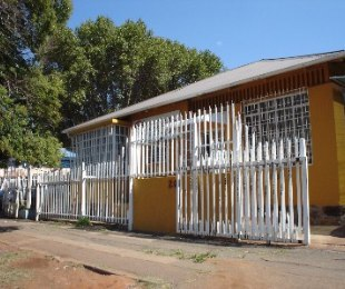 R 680,000 - 2 Bed House For Sale in Malvern