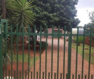 R 880,000 - 3 Bed House For Sale in The Orchards