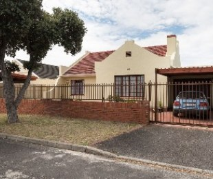 R 2,395,000 - 4 Bed House For Sale in Plumstead