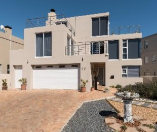 R 6,850,000 - 4 Bed Property For Sale in Harbour Island
