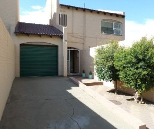 R 650,000 -  Property For Sale in Dagbreek